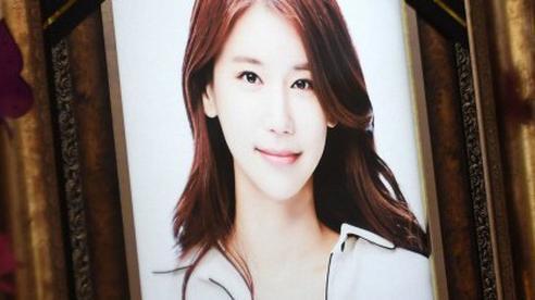 Những hình ảnh đầu tiên tại nơi diễn ra lễ tang 'mỹ nhân hở bạo nhất Kbiz' Oh In Hye, nhìn di ảnh ai cũng xót xa