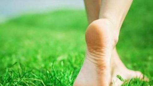 Những lợi ích khi bạn thường xuyên đi chân đất