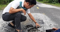 Hư hỏng, chắp vá chằng chịt trên Quốc lộ 14C đoạn qua tỉnh Kon Tum