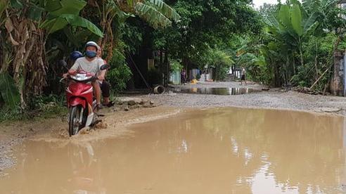 Thanh Hóa: Đường dân sinh biến thành 'ao' giăng bẫy người dân