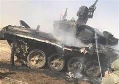 Xe tăng T-90 của Nga bị đồng đội nã nhầm tên lửa chống tăng, cháy đen kịt, tan tành