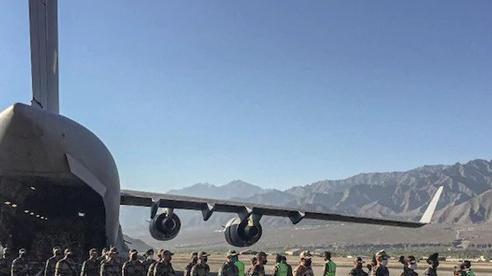 Bị giám sát gắt, lính Trung Quốc tung chiêu 'Tứ diện Sở ca', chĩa loa thùng phát nhạc Ấn Độ vào quân Ấn