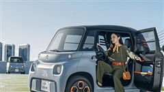 Ô tô hai chỗ 'nhỏ nhưng có võ', bán rẻ như xe máy ở Việt Nam
