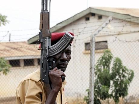 Uganda truy bắt hơn 200 tù nhân vượt ngục mang theo vũ khí nguy hiểm