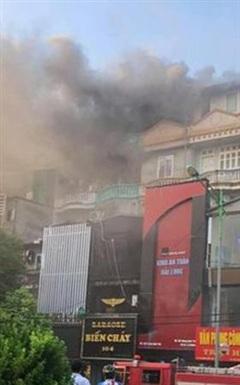 Hà Nội: Cháy lớn tại quán karaoke XO ở đường Hoàng Quốc Việt