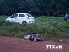 Bình Phước: Ôtô đâm vào xe máy khiến ba cha con bị thương vong