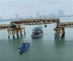 Người dân Đà Nẵng 'sửng sốt' vì lần đầu tiên thấy cầu Nguyễn Văn Trỗi nâng nhịp