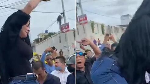 Người phụ nữ nhảy lên quan tài của người thân nhảy múa, ngạc nhiên hơn là thái độ của đám đông