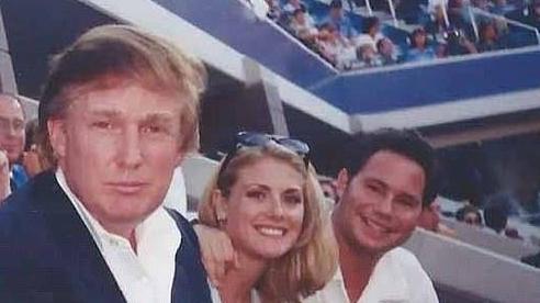 Cựu người mẫu tố bị ông Trump 'sờ soạng khắp người' khi đi xem quần vợt