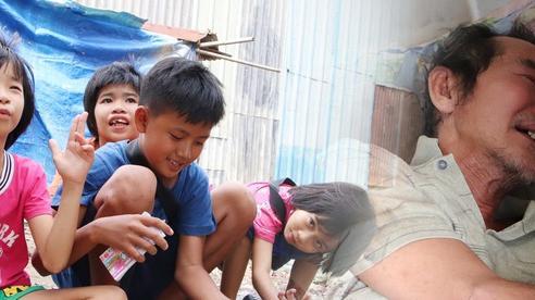 Cha lấy vợ khác, mẹ bỏ đi, 4 đứa trẻ thất học đội nắng bán vé số kiếm tiền chữa bệnh cho người ông bại liệt