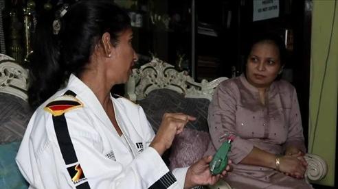 Phụ nữ Ấn Độ mang theo 'lựu đạn' phòng thân khi đi một mình