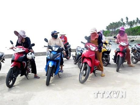 Tổ ''xe ôm đặc biệt'' của chị em phụ nữ ở đảo Lý Sơn