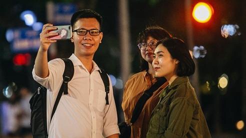 Ảnh: Trời vào Thu mát mẻ, người Hà Nội vui vẻ dạo chơi sau khi phố đi bộ hoạt động trở lại