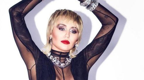 Choáng với gu thời trang mặc như không của Miley Cyrus