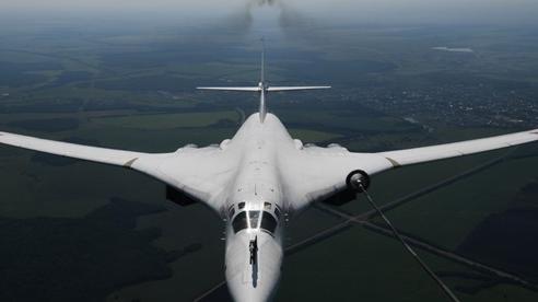 Nga: Máy bay ném bom Tu-160 lập kỷ lục chuyến bay thẳng dài nhất thế giới