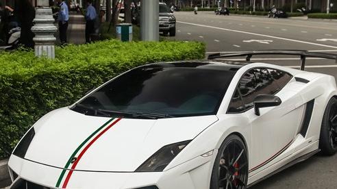 Vừa về màu nguyên bản, Lamborghini Gallardo LP560-4 độ Squadra Corse độc nhất Việt Nam được chủ nhân mang đi dạo phố cuối tuần