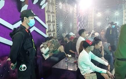 Phát hiện 102 người đang mở 'tiệc ma túy' trong quán bar ở Tiền Giang