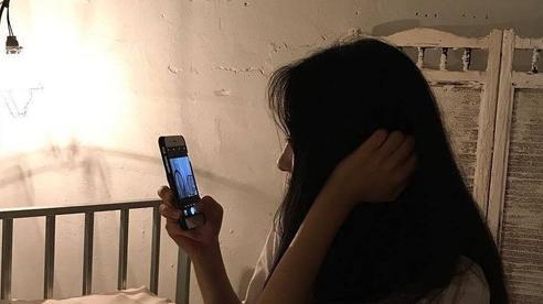 Nghịch điện thoại suốt đêm: nếu xuất hiện 3 điểm bất thường vào ngày hôm sau thì đó là lời 'cầu cứu' từ cơ thể