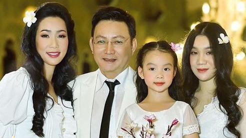 Xuất hiện trong loạt ảnh kỷ niệm 2 thập kỷ hôn nhân của bố mẹ, nhan sắc 2 ái nữ nhà NS Trịnh Kim Chi thành tâm điểm