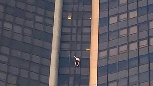 Liều lĩnh tay không trèo lên tòa nhà cao 210m, người đàn ông nhận kết đắng