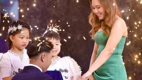 Mẹ đơn thân bất ngờ được cầu hôn trong tập mở màn Chân ái