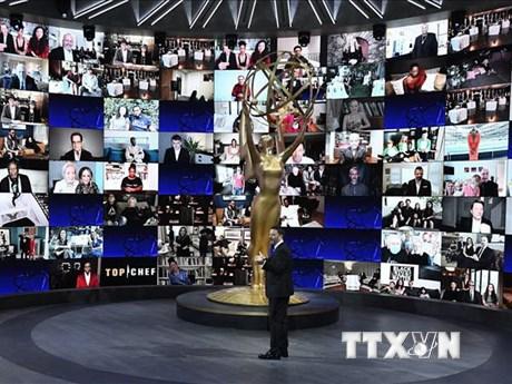 Phim hài 'Schitt's Creek' đại thắng tại lễ trao giải Emmy 2020