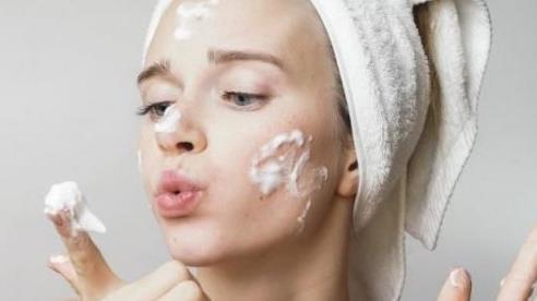 Mách bạn bí quyết đối phó với làn da dầu