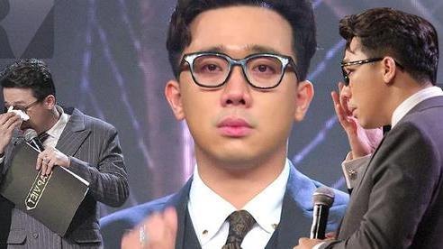 Trấn Thành có đến 3 lần rơi nước mắt tại Rap Việt đều vì xúc động trước màn trình diễn của thí sinh, khẳng định không diễn trên sân khấu