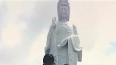 Thua kiện, Chủ tịch xã phải trả lại bức tượng đá