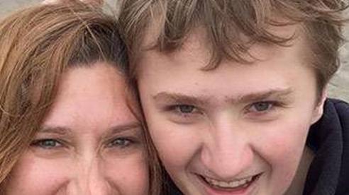 Ngất xỉu liên tục, đi khám suốt 19 năm, cậu bé được phát hiện là người duy nhất trên thế giới mắc cùng lúc 2 bệnh hiếm