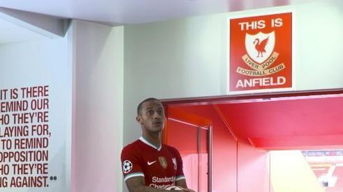 MU quá cẩu thả, lý do Thiago kiêng sờ biểu tượng Liverpool