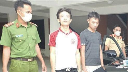 Truy đuổi 40km bắt giữ 2 đối tượng đi ô tô dương tính với ma túy
