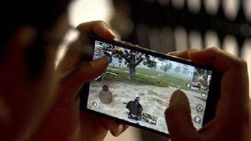 Bị bố mẹ mắng vì xem phim trên điện thoại, bé gái 13 tuổi tự thiêu