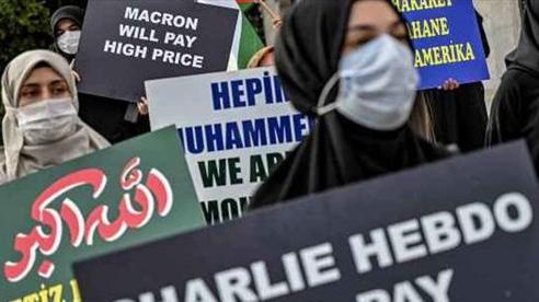 Tấn công bằng dao gần tòa soạn báo Charlie Hebdo, Pháp