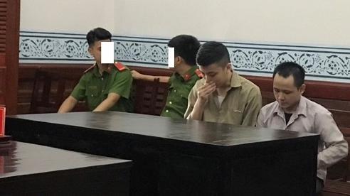 TP HCM: Hai tên cướp ăn may vì chiếc điện thoại Vertu 'hàng fake'