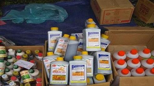 Bắt 6,7 tấn thuốc trừ cỏ không được phép sử dụng tại Việt Nam