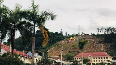 Lãnh đạo tỉnh Hoà Bình lên tiếng về thông tin chi hơn 10 tỷ đồng lắp khẩu hiệu trên đồi Ông Tượng