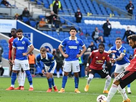 M.U giành chiến thắng may mắn, Chelsea chật vật có điểm