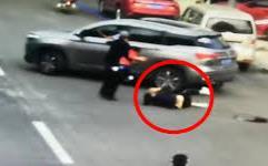 Cay cú vì bị 'đá', người đàn ông lái xe chèn qua người bạn gái cũ, trước đó còn có nhiều hành động phẫn nộ hơn