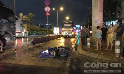 Xe khách lấn làn cán chết nữ công nhân ở Sài Gòn