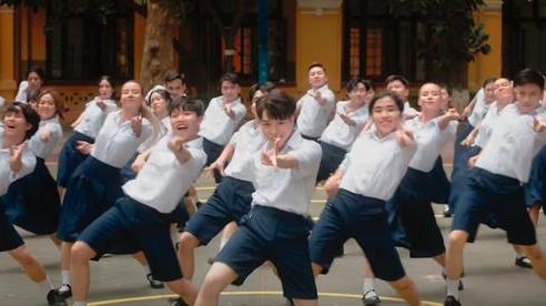 Đức Phúc miệt mài tập nhảy bao lâu cuối cùng cũng trổ tài trong MV, kĩ tính đến mức Quang Đăng khó chịu vì bị chỉnh sửa vũ đạo