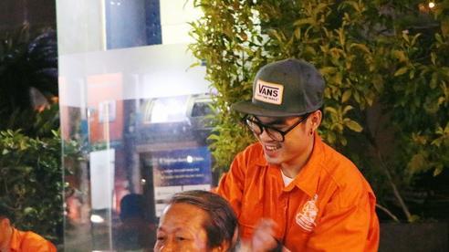 Chàng trai 9X ở Sài Gòn và chiếc xe đạp hớt tóc miễn phí cho người vô gia cư
