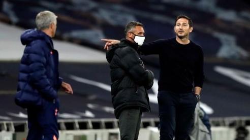 Mourinho tức giận hét vào mặt Lampard trước khi thắng Chelsea