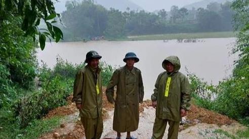 Qua đập tràn để mua lương thực, người đàn ông ở Nghệ An bị nước lũ cuốn trôi