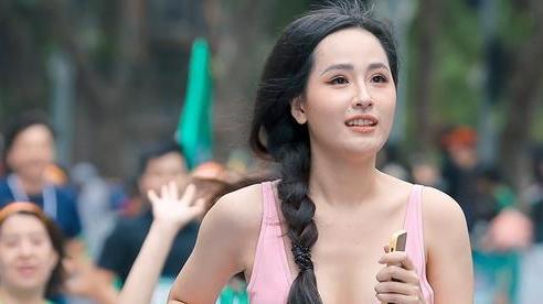 Hoa hậu Mai Phương Thúy nổi bật trên đường chạy giữa dàn sao đình đám