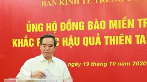 Ban Kinh tế Trung ương ủng hộ đồng bào miền Trung khắc phục hậu quả thiên tai