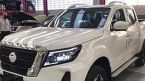 Nissan Navara đời mới lần đầu lộ ảnh bản đấu Ford Ranger Raptor