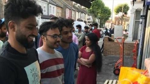 Sinh viên tại Vương quốc Anh không được hoàn hay giảm học phí dù học trực tuyến