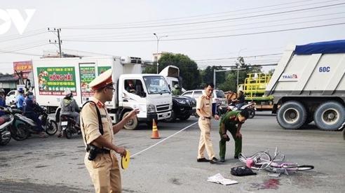 Tin tai nạn giao thông mới nhất ngày 21/10/2020: Va chạm ô tô, nữ sinh lớp 9 đi xe đạp tử vong