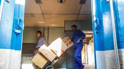 Ngành đường sắt bắt đầu đưa hàng viện trợ vào miền Trung